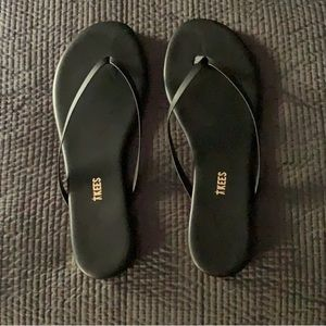 TKEES NWT Sable Flip Flop